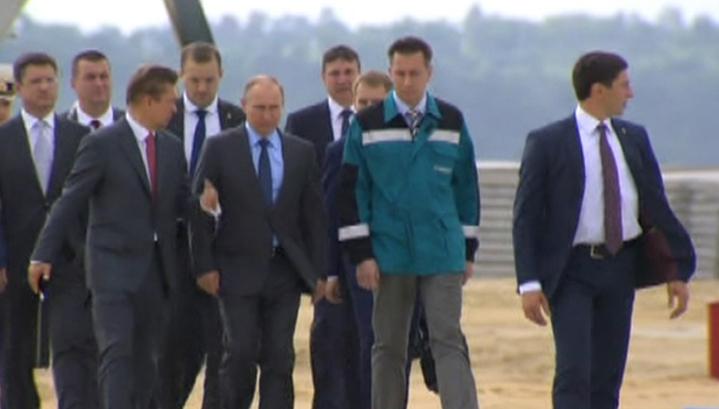 Картинки по запросу Путин на Амуре. Как президент завод заложил