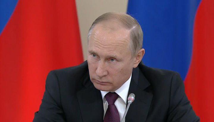 """Путин высказался за ужесточение закона для """"упырей"""", толкающих детей на самоубийство"""