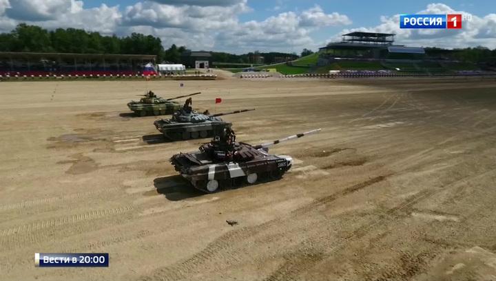 Российские экипажи лидируют в танковом биатлоне на АрМИ-2017