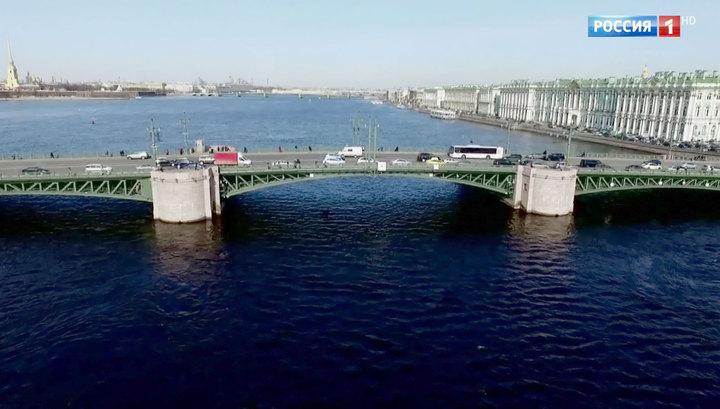 100 рублей в сутки: Петербург надеется заработать миллиард на иностранных туристах