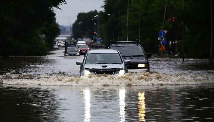 Тропические ливни в Приморье: размыты дороги, затоплены детсады, нет света и связи