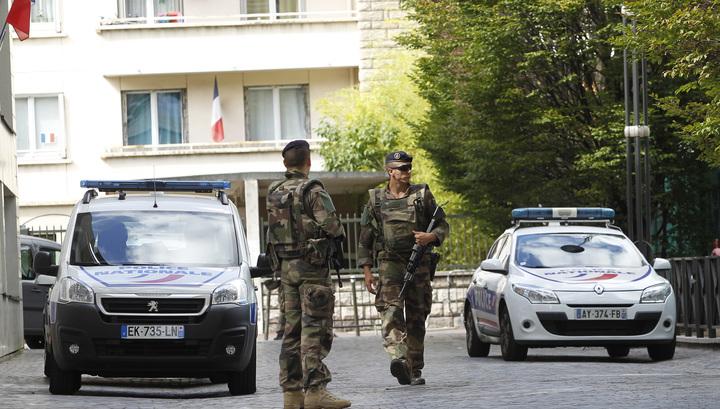 Водитель, задавивший военных под Парижем, ранен при задержании