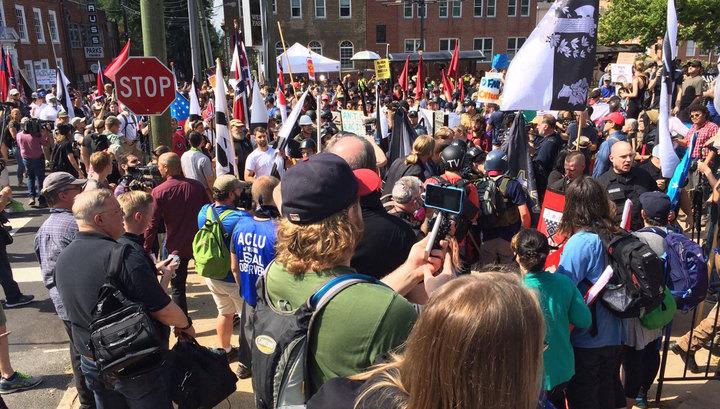 Тысячи американцев протестуют против идеологии ультраправых