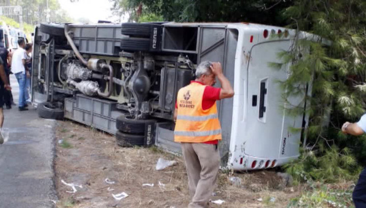 В Турции перевернулся автобус: двое погибли, 18 пострадали