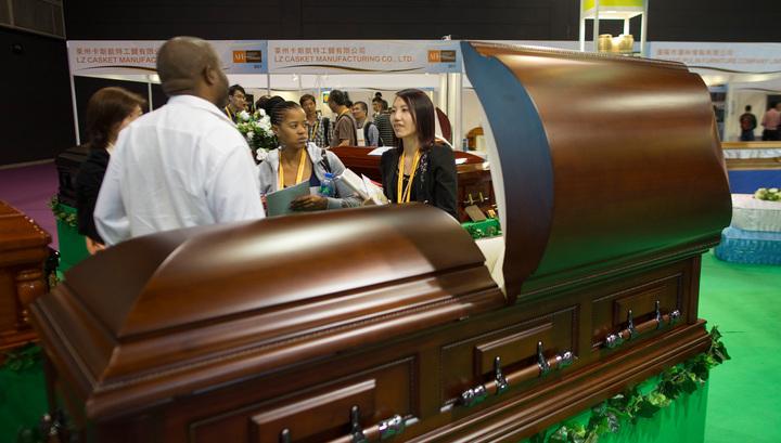 В Канаде похороненный мужчина внезапно вернулся домой