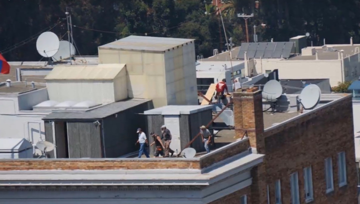 """Дипломаты засняли американских """"рейдеров"""" на крыше консульства РФ"""