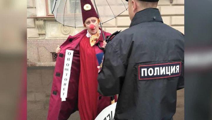 """Клоуны в Петербурге протестовали против фильма """"Оно"""""""