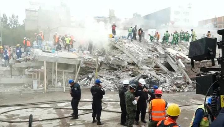 В Мексике рухнули в котлован четыре дома, есть пострадавшие