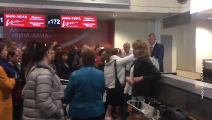 """Клиенты """"ВИМ-АВИА"""" грозят перекрыть трассу в аэропорт Домодедово"""