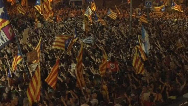 Битва за референдум: митинги в Барселоне продолжались всю ночь