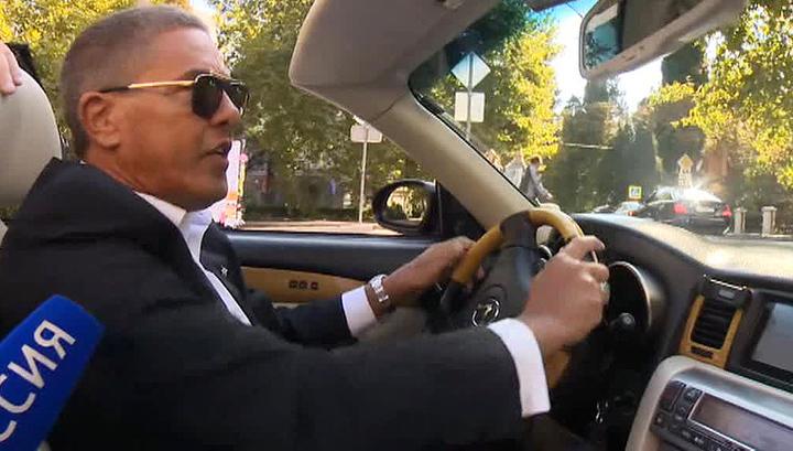 Самый знаменитый в мире таксист прокатился по улицам Ялты