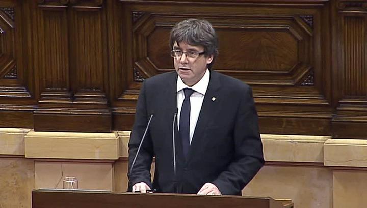 Декларация независимости Каталонии подписана, ее вступление в силу отсрочено