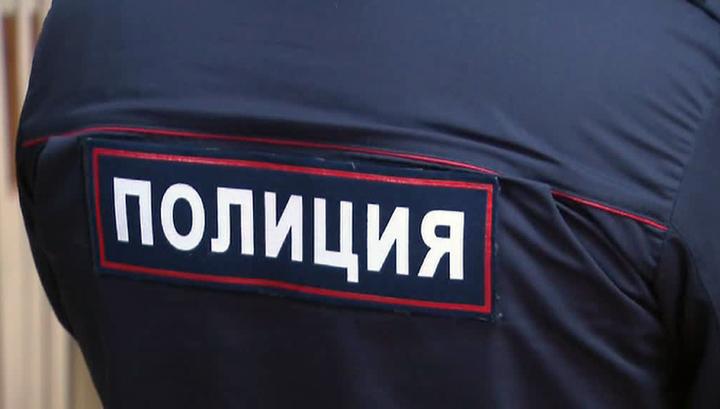 995510438ef Вести.Ru  Мужчина в женской одежде облил пахучей жидкостью фото ...