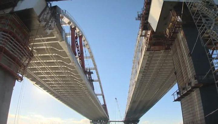 Автодорожную арку моста через Керченский пролив закрепили на фарватерных опорах