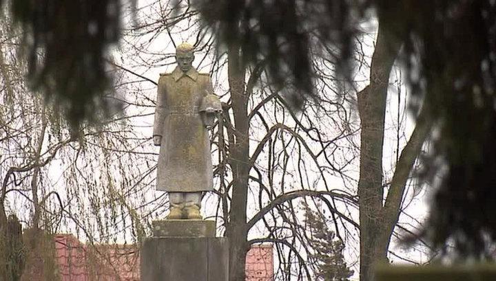 Новый закон позволит Польше снести советские памятники