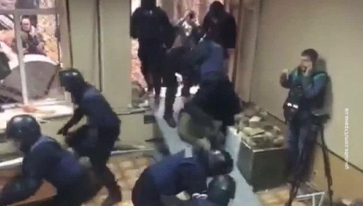 Столкновения с радикалами: полиция Киева задержала около 30 человек