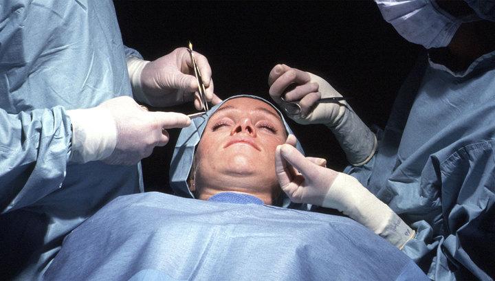 В Москве во время пластической операции по коррекции носа девушке пробили череп