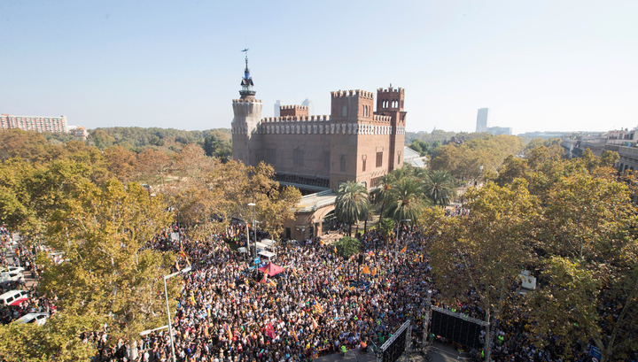 Большинство каталонского парламента проголосовало за независимость