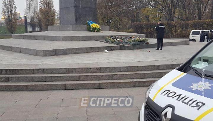 В Киеве опять зацементировали Вечный огонь