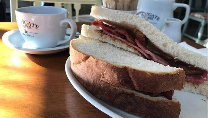 Мясная компания вознаградила обедом гурмана, два года писавшего рецензии на сэндвичи