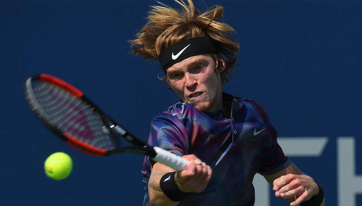 Теннисист Рублев снялся с турнира в Барселоне