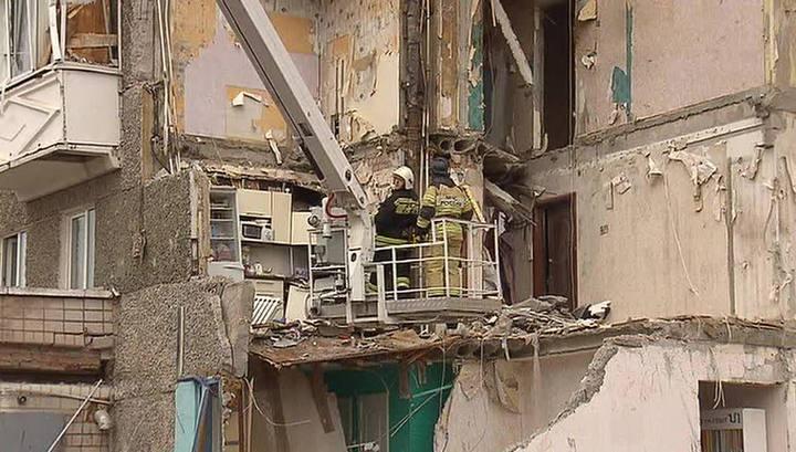 Взрыв дома в Ижевске: спасатели помогают жильцам забрать свои вещи