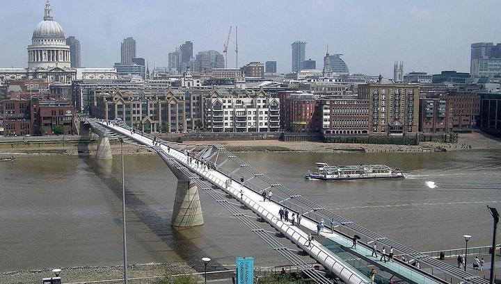 Математическая модель показывает, как построить самый безопасный пешеходный мост.