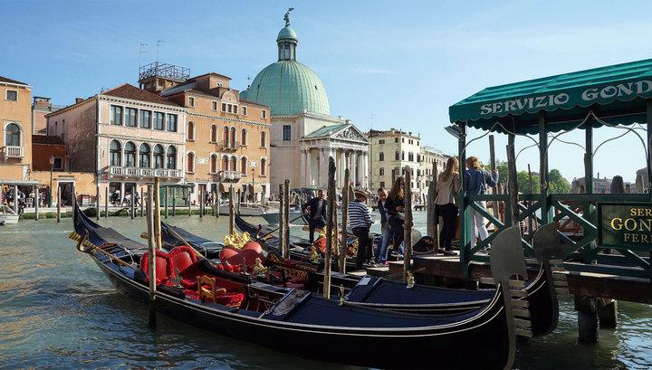 Французская пара угнала гондолу в Венеции