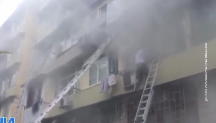 Пожар в Сочи: люди бежали от огня по карнизам и балконам