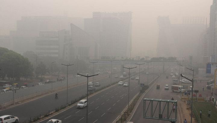 В Дели из-за смога не могут взлететь вертолеты, которые должны бороться со смогом