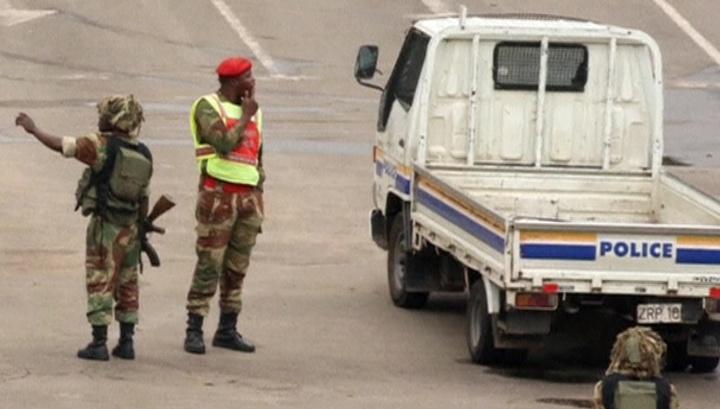 Мугабе откажется от власти в обмен на отъезд жены