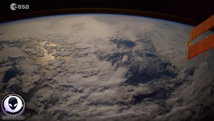 Около МКС запечатлели НЛО
