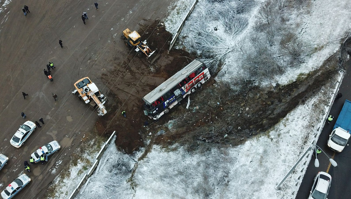 В Подмосковье после ДТП пассажирский автобус съехал в кювет