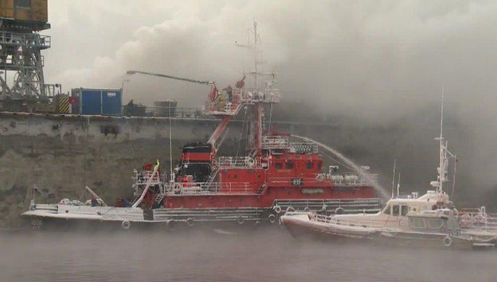Пожар на траулере в Мурманске полностью потушен