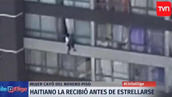 Прохожий спас женщину, упавшую с девятого этажа. Видео
