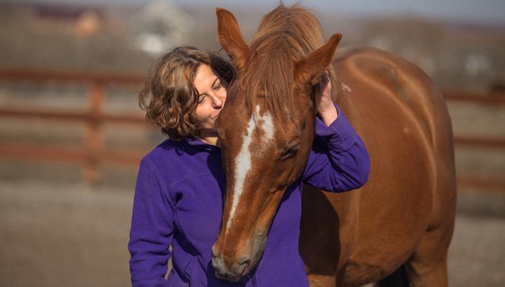 Общение с лошадью. Фото: Фефа Королева