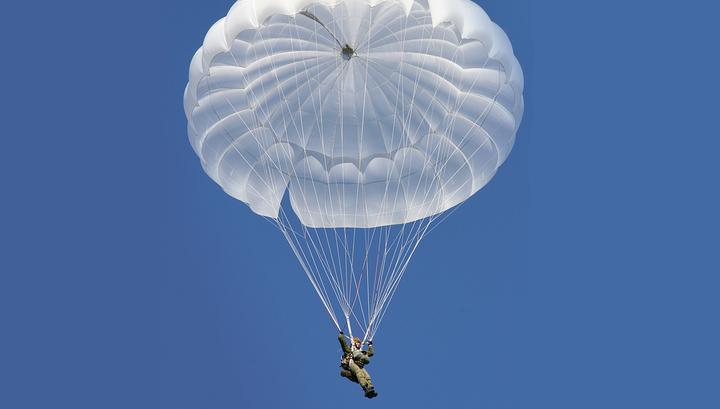 В России испытывают штурмовой парашют