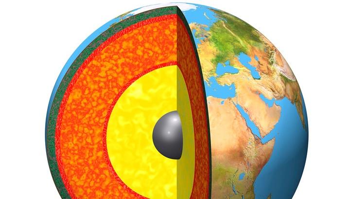Граница ядра и мантии залегает на глубине 2900 километров.