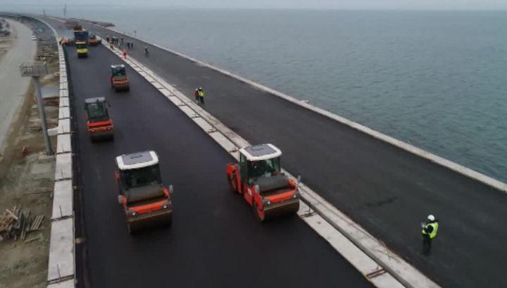 На Крымском мосту появились первые фонари