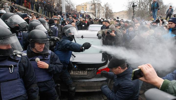 Саакашвили на баррикадах: у Рады он призвал отправить Порошенко в отставку