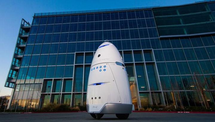 В США роботов наняли охранять элитное жилье от бездомных