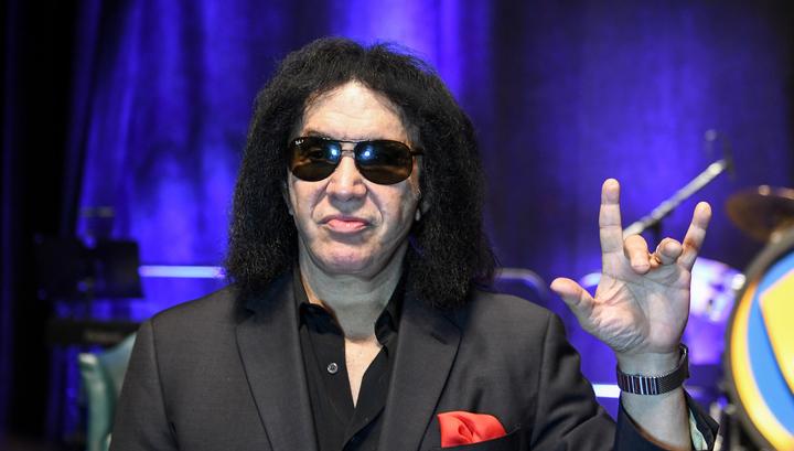 68-летний участник группы Kiss обвинен в домогательствах