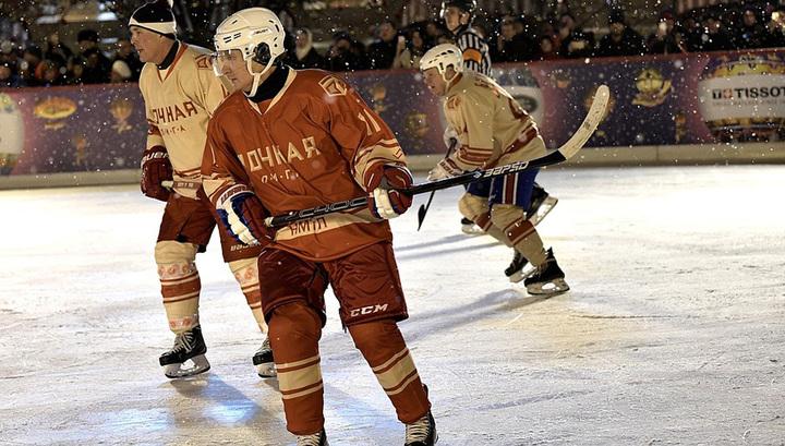 На Красной площади Путин и Шойгу сразились с легендами хоккея