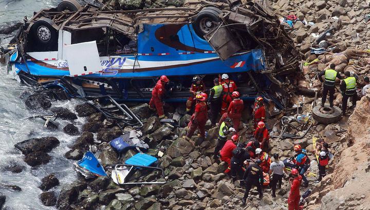 Число жертв страшной автокатастрофы в Перу возросло