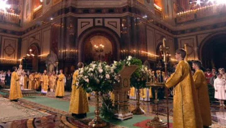 В Храме Христа Спасителя идет рождественское богослужение
