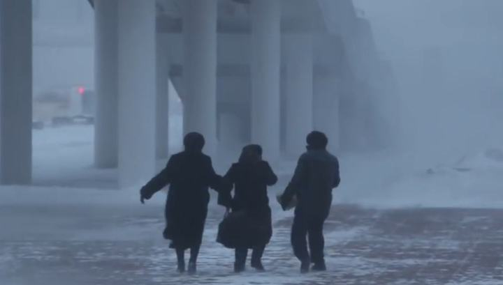 Снежная буря парализовала столицу Казахстана