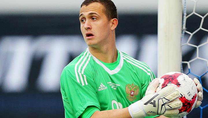 Вратарь сборной России Андрей Лунев готовится к матчу со шведами