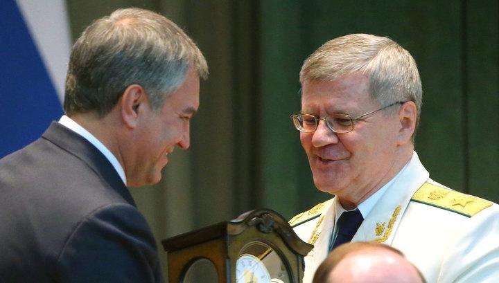 Володин вручил Чайке часы, а его заму - высшую награду Думы