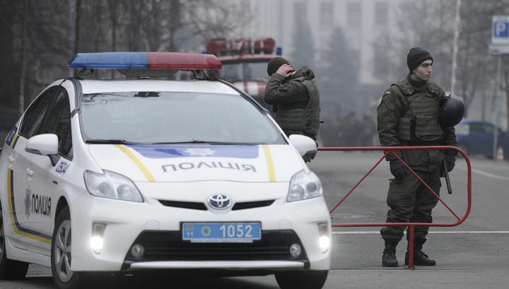 Митинг против хищений: у администрации президента Украины начались столкновения