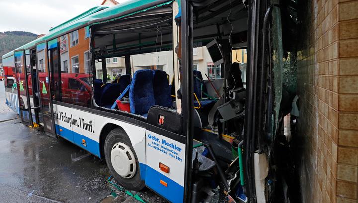 Число пострадавших в ДТП со школьным автобусом в Германии выросло